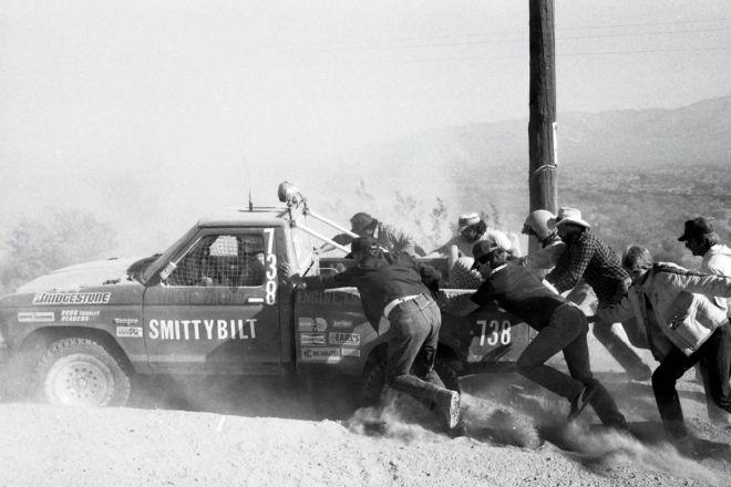 pushing-stuck-truck-at-1984-hdra-frontier-250.jpg