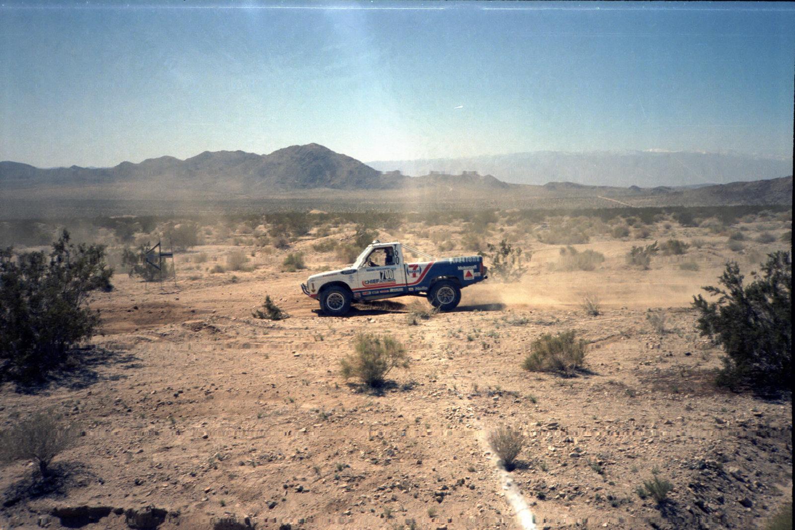4-1985 desert race028.jpg
