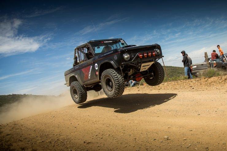 Ford-Bronco-Racing-Desert-Jump-740x493.jpg